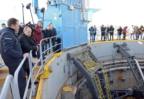 Putin najavljuje lansiranje rakete