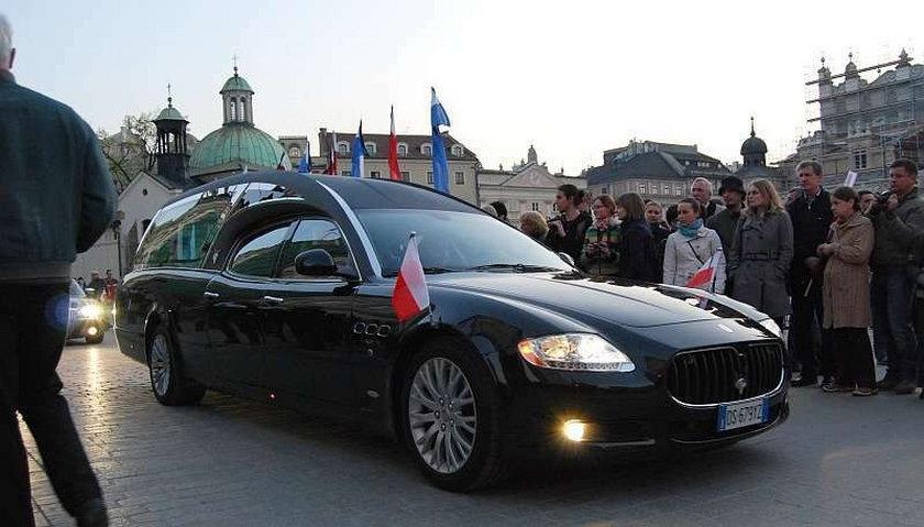 Karawany dla Pierwszej Pary kosztowały milion