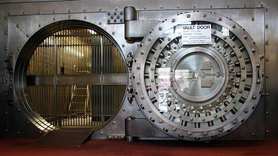 Drzwi prowadzące do skarbca (fot. Jonathunder, udostępniono na licencji CC BY-SA 3.0)