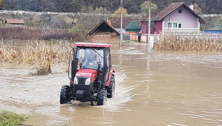 PRIJEPOLJE 02 lim poplavio hektare zemljista a pod vodom u prijepolju 30 kuca foto alem rovcanin