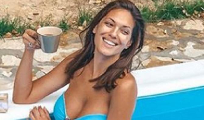 Nina Radulović u kupaćem