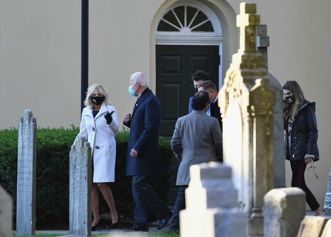 Džo Bajden sa suprugom DŽil Bajden posetio grob sina Boa Bajdena