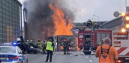 Śmiertelny wypadek na S8 w Warszawie. Ciężarówka przewróciła się na osobówkę