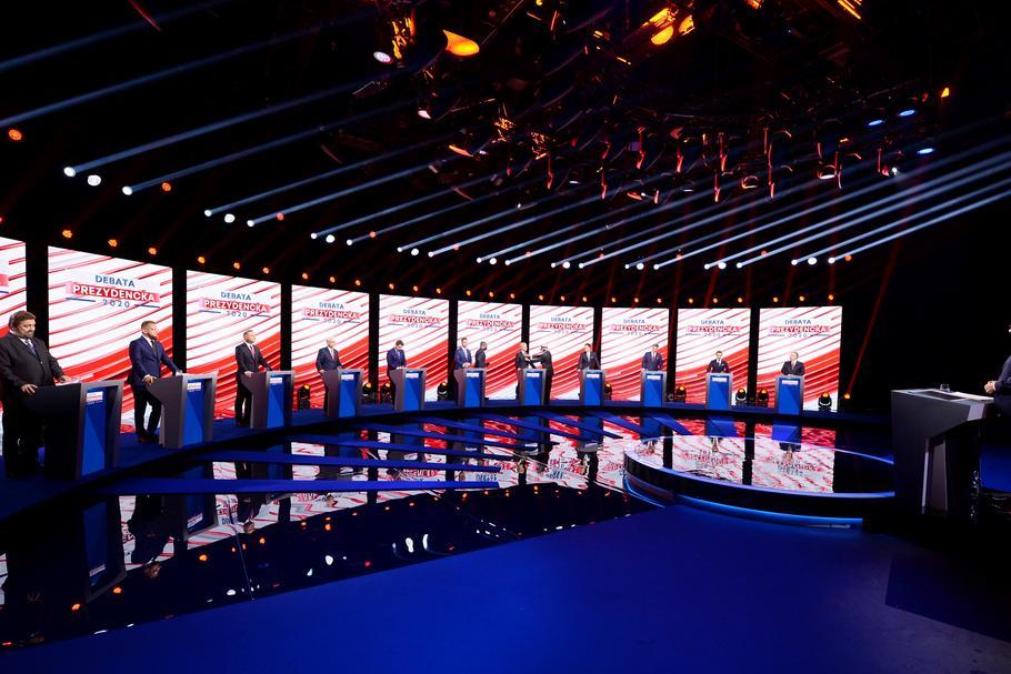 Debata wyborcza w TVP. Na zdjęciu od lewej: Stanisław Żółtek, Paweł Tanajno, Andrzej Duda, Waldemar Witkowski, Rafał Trzaskowski, Władyslaw Kosiniak-Kamysz, Robert Biedroń, Szymon Hołownia, Mirosław Piotrowski, Krzysztof Bosak, Marek Jakubiak, Warszawa, 17 czerwca 2020 r.