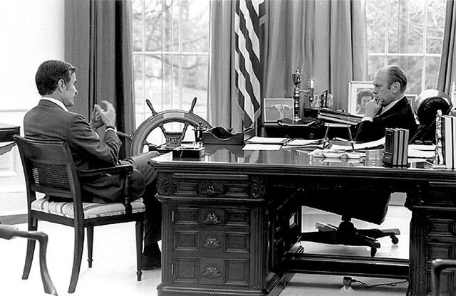 Džordž Buš stariji kao direktor CIA i predsednik Džerald Ford u decembru 1975.