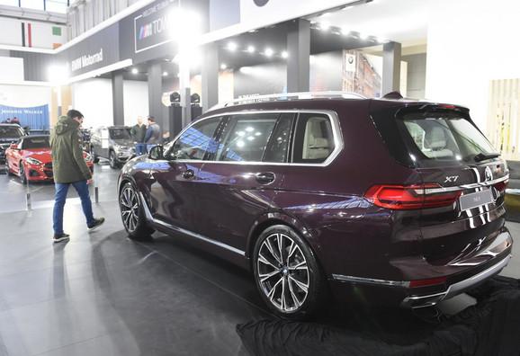 BMW X7 - 136.000 EVRA: Ima šestocilindrični motor od 3.000 kubika, snage 335 konja, a brzinu od 100 na sat dostiže za 6,1 sekndu
