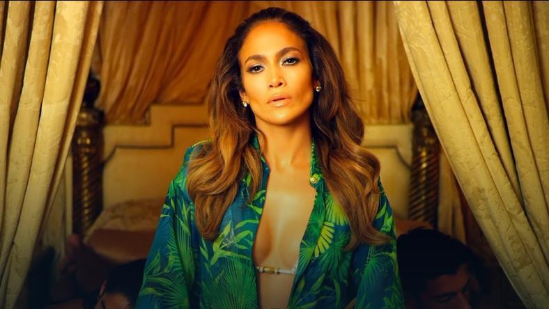 "Jennifer Lopez w teledysku ""I Luh Ya Papi"""