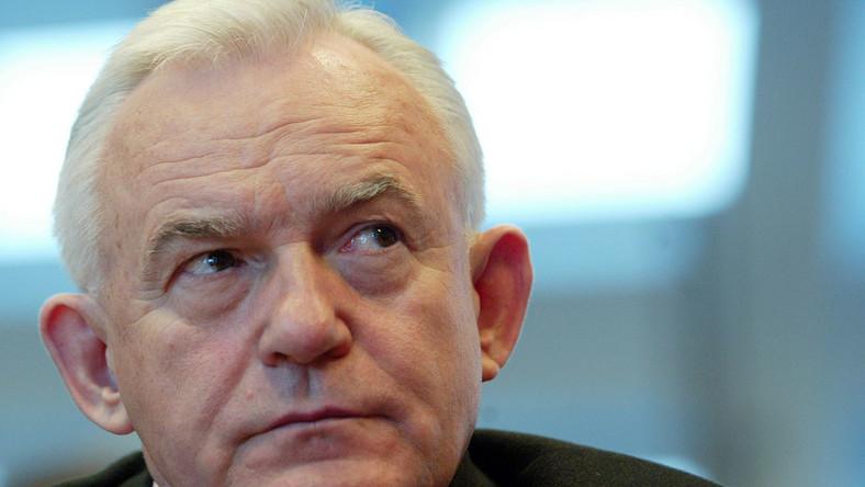 Miller o Smoleńsku: Tu chodzi o posępną legendę