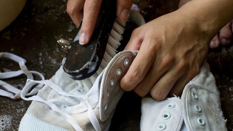 buty mycie trampki