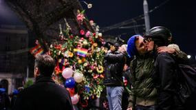 """Happening """"Niewzruszeni"""" na pl. Zbawiciela w Warszawie"""