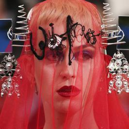 MET Gala 2017: Katy Perry niczym postać z krwawego horroru
