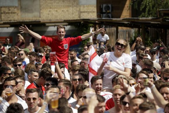 Engleski navijači u Londonu tokom meča sa Švedskom