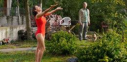 """""""Pierwsza miłość"""". Wanda próbuje uwieść Kulasa. Pokaże mu się w kostiumie kąpielowym"""