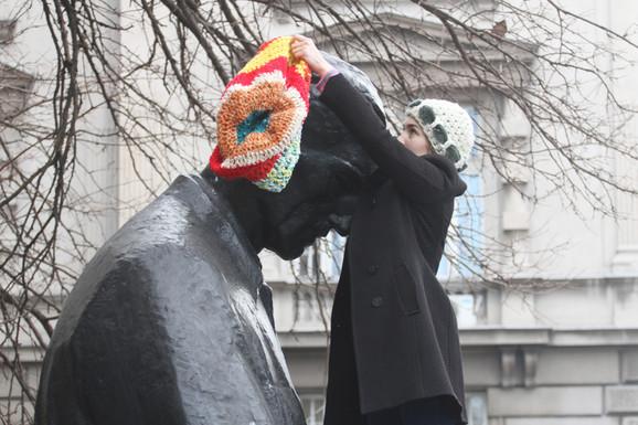 Mnogi prolaznici nisu primetili promenu na spomeniku