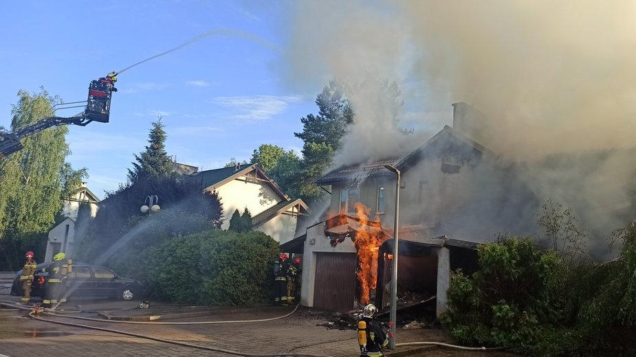 Pożar budynku jednorodzinnego w Józefosławiu pod Piasecznem