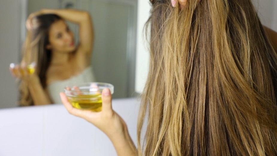Oliwa z oliwek na włosy. Jak ją stosować?