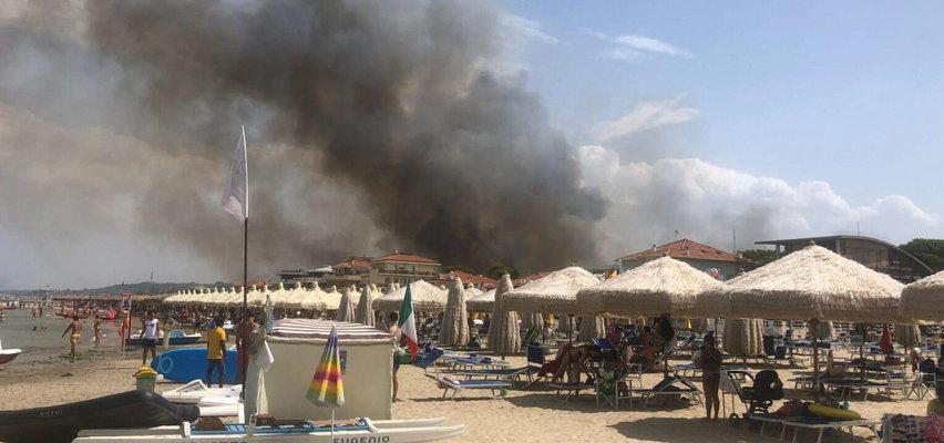 Kolejny kraj walczy z ogniem. Turyści uciekali z plaży