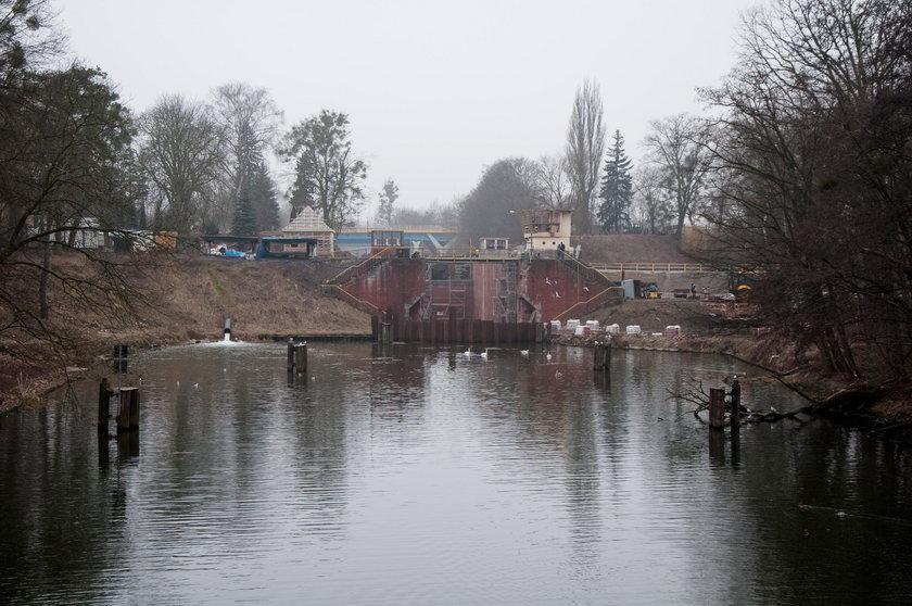 Francuska barka utknęła w Bydgoszczy