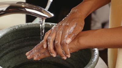 Vous êtes-vous lavé les mains dans le mauvais sens? Voici comment le faire pour éviter la COVID-19