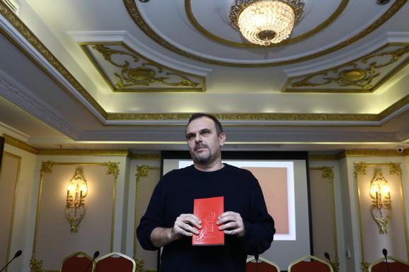 """Dobitnik NIN-ove nagrade je Saša Ilić za roman """"Pas i kontrabas"""""""