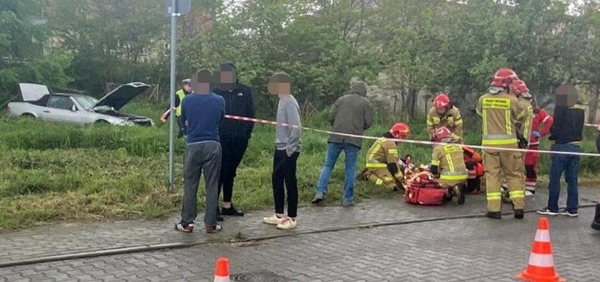 Staranował autem płot i spadł ze skarpy. 7-latka w szpitalu
