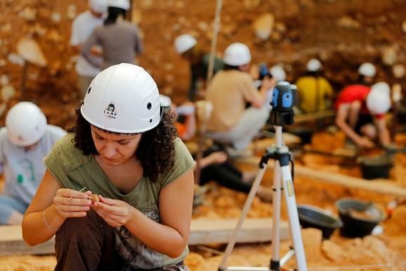 Arheolozi u jednoj od pećina Atapuerke