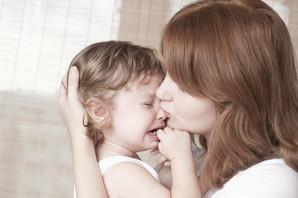 Posle trudnica i porodilja, zakon oštetio i roditelje bolesne dece: Ili naknada za bolovanje ili za negu, OBA NE MOŽE