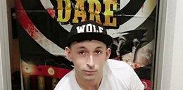 Zorganizował słynną już orgię w Brukseli, teraz skarży sięna policję. Fakt dotarł do dokumentu