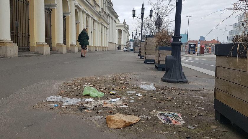 Ziemia niczyja na placu Bankowym