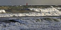 Sztorm na Bałtyku. Wichura niszczy molo w Brzeźnie