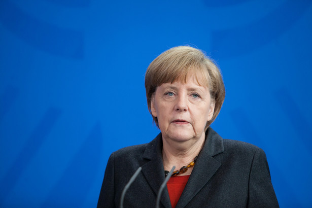 Tusk pośrednio dawał do zrozumienia, że domaga się od Angeli Merkel zwrotu w polityce migracyjnej.