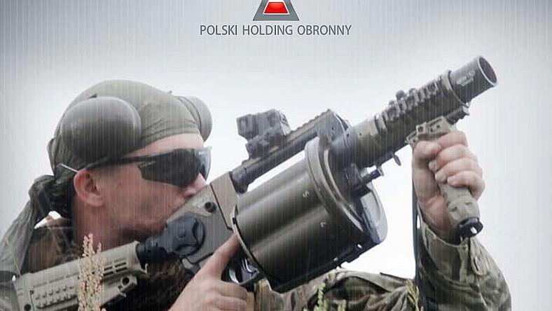 W zależności od wykorzystywanej amunicji, zasięg RPG-40 wynosi od 400 do 800 metrów