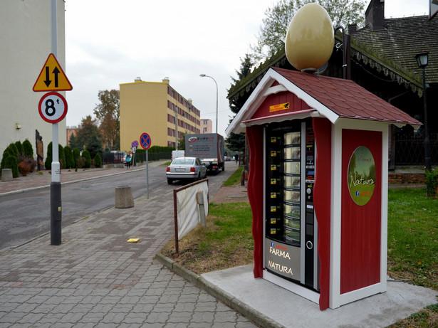 Pierwszy w Polsce jajomat przy jednej z ulic w Jarosławiufot. (dd/cat) PAP/Darek Delmanowicz