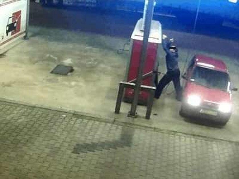 Zobacz jak złodziej obrabia myjnie samochodowe!