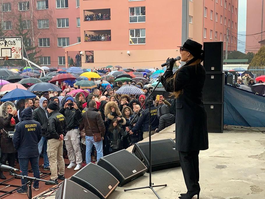 Ceca peva u Kosovskoj Mitrovici