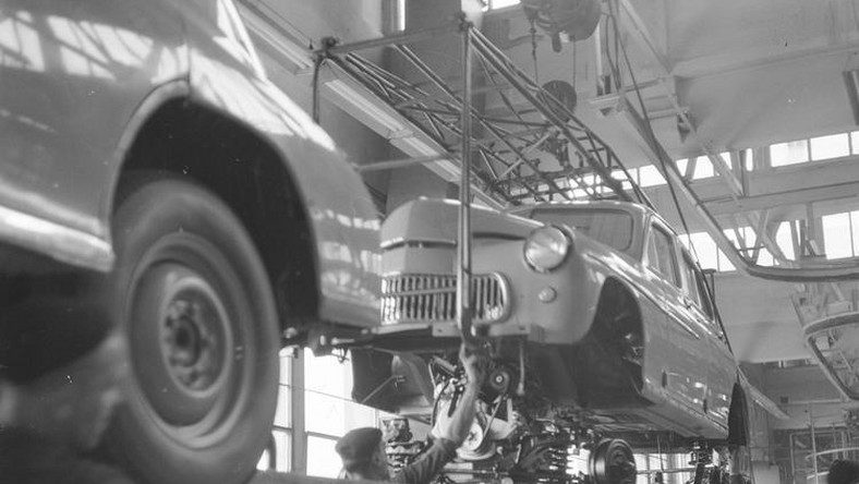 62 lata temu z taśmy montażowej Fabryki Samochodów Osobowych w Warszawie zjechał pierwszy samochód warszawa M20. Był to pierwszy w powojennej historii Polski samochód osobowy produkowany seryjnie...