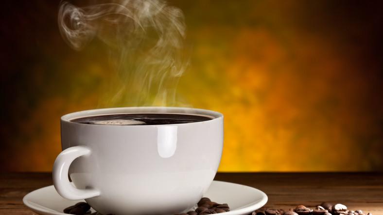 Osoby regularnie pijące umiarkowane ilości kawy żyją w zdrowiu dłużej niż osoby stroniące od kawy