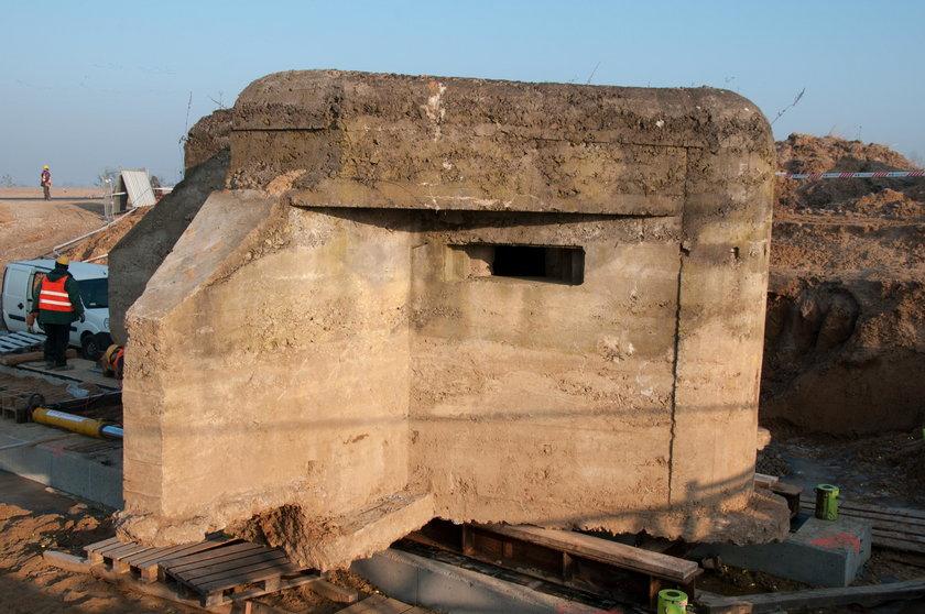 Przesunęli 180-tonowy bunkier!