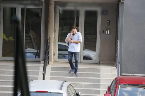 Andrej Atijas uhvaćen ispred stana u kojem živi sa Anabelom, evo šta je nosio u RUCI!
