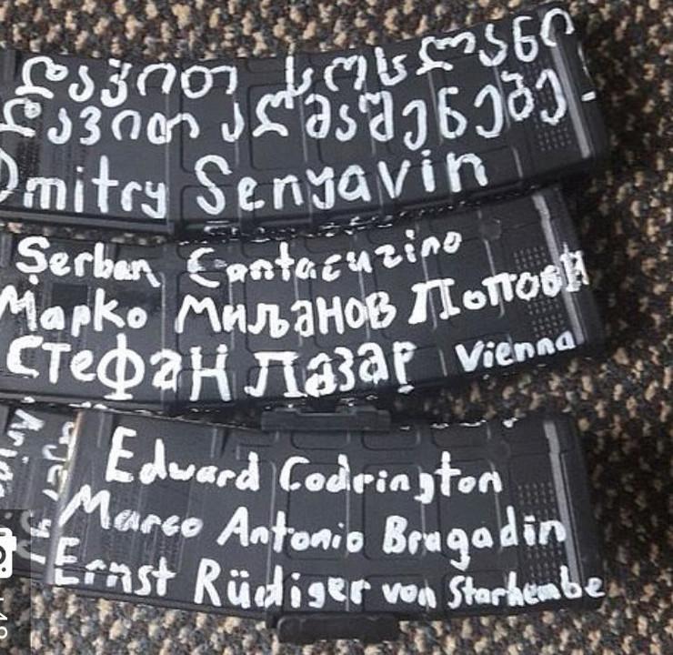 Terorista na oružju ćirilicom ispisao i dva imena na srpskom