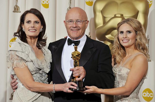Otac Hita Ledžera, Kim, sa suprugom Sali Bel (levo) i ćerkom Kejt (desno) sa Oskarom posthumno dodeljenom Hitu 2009.