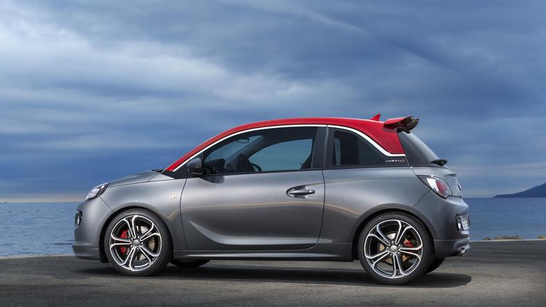 Opel adam S to nowe dziecko niemieckiej marki. Jako najmłodsze jest wychuchane i wydmuchane. Co więcej, jeszcze na dobre nie zadomowiło się na tym świecie, a już wiadomo, że niektórzy będą mieli z nim… utrapienie.