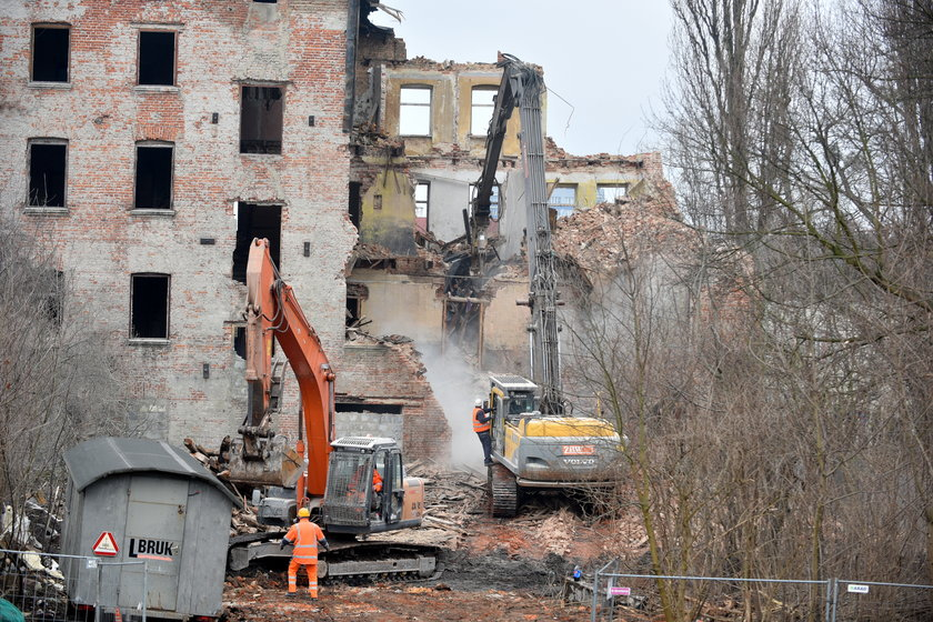 Rozbiórka kamienicy przy Wólczańskiej w Łodzi