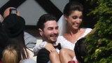 Ślub Jana Klimenta. Zobacz, jak Maserak obcałował pannę młodą...