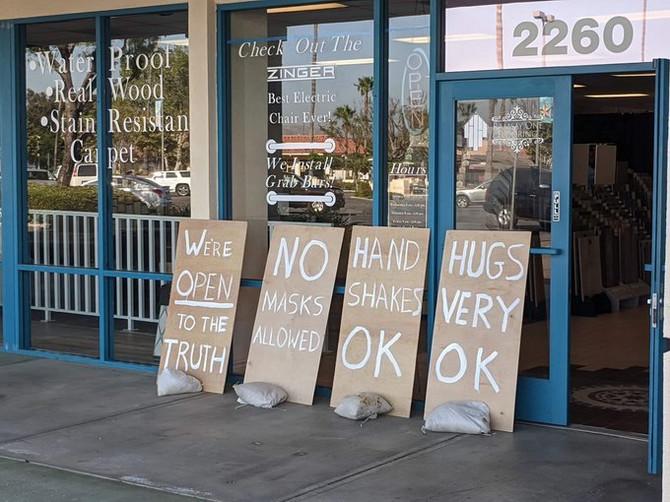 Uznemirujući natpis ispred prodavnice u Americi