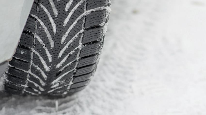 10 Mitów O Jeździe Na Letnich Oponach Zimą