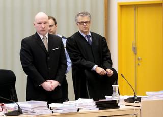 Norwegia: Breivik twierdzi, że izolując go naruszono prawa człowieka