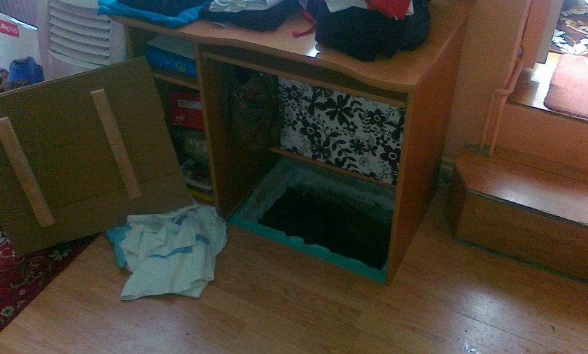 Poszukiwany ukrywał się pod podłogą