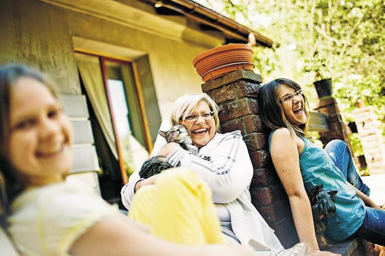 Chciałabym żeby moje córki - Ewa( po lewej) i Ania - miały dużo wolności ale o krówkach