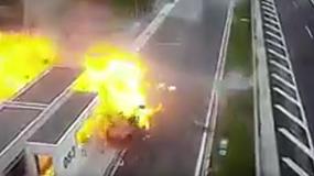 Tragedia na autostradzie – kierowca Porsche zabija matkę z dzieckiem
